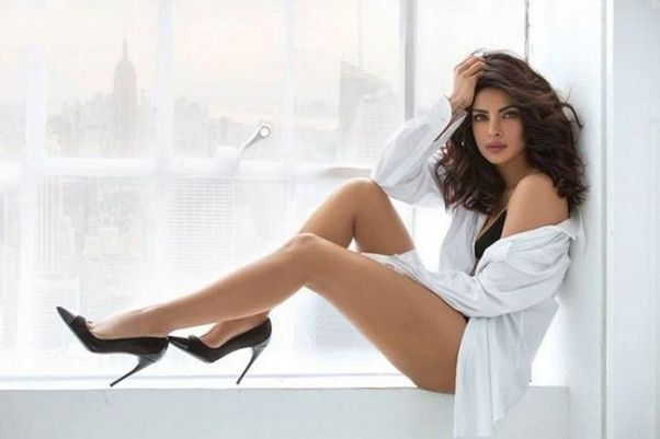 Hot parineeti legs chopra
