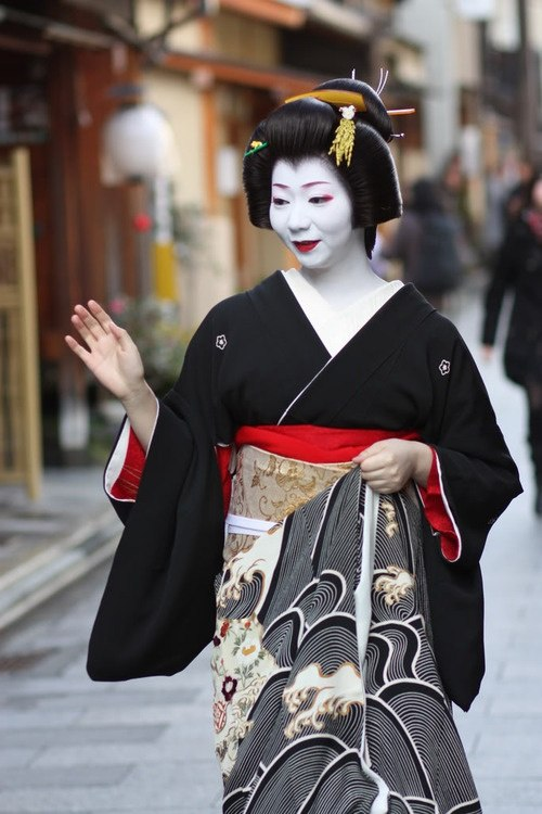 What Is The Difference Between A Real Geisha And A Fake