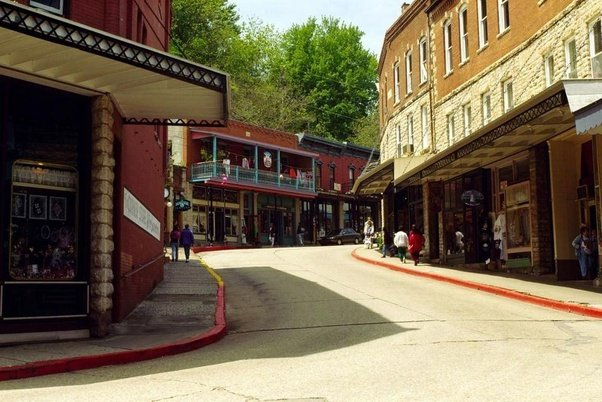 Ok So The Great Depression Hit And Wealthy People That Had Visited Lived In Retired To Eureka Springs Started Moving Away But As They Did