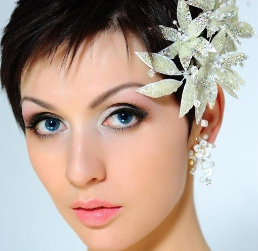 What are some good hairstyles for an indian bride with a round face this will help define the sharply angled hair ends put a floral hair piece and see the indian wedding hairstyles for short hair look as beautiful and solutioingenieria Images