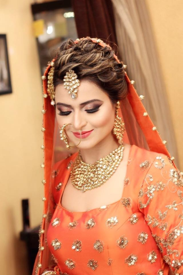 I guess you will like these trendy hairstyles for the Indian wedding.