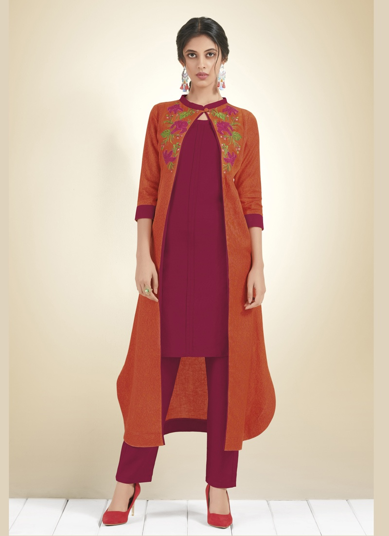 5f3c9fb068 Kurti With Jeans- Sassy Western Look The best thing about jeans is that you  can pair it with any top and it will look fabulous. This look is a casual