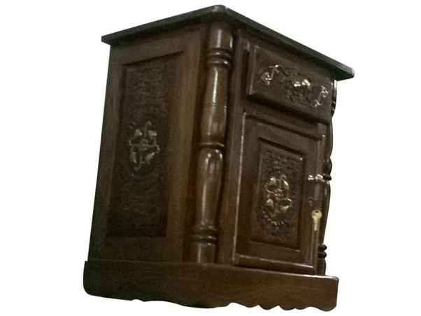 Solid Carved Wood Furniture Is The Purest And Long Lasting Furniture Here  In India.
