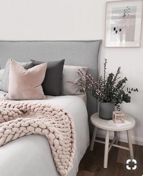 It Can Go Well With Bold Blue Also Rest Depends On The Choice Of User Im Sharing Some Pictures Which Give Idea Pale Pink Bedroom Ideas