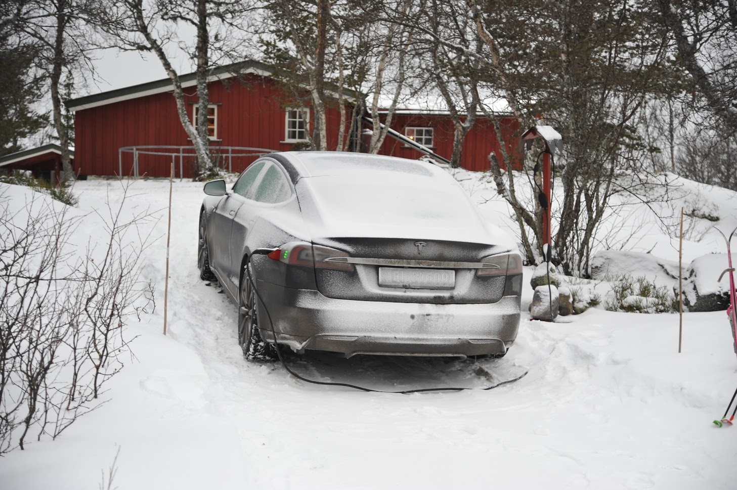 I Drove My Rwd Model S Thousands Of Kilometers On Snow And Ice Including A 100 Km Drive Black The Only Time Got Stuck Was Very Steep