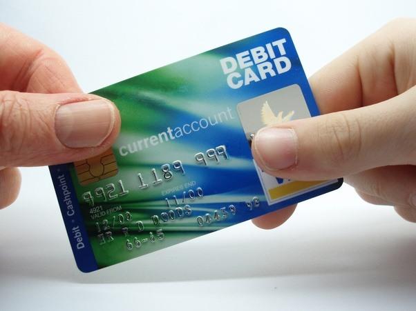 À part le dépôt direct, quelle est la raison d'utiliser une carte de débit?