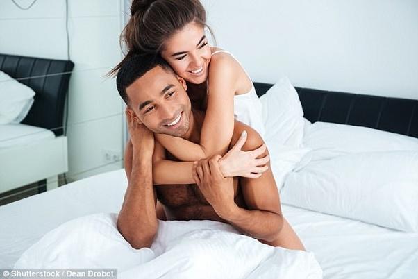 पुरुषों को आकर्षित करने के लिए महिलाएं अपनाती हैं ये तरकीब 4