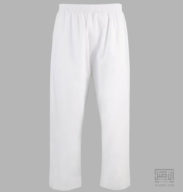 aac2a2e9c Is it true that Arabs don t wear underwear under their robes  - Quora