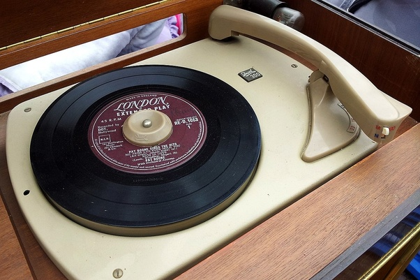 Do all record players use the same size vinyl? If they don't