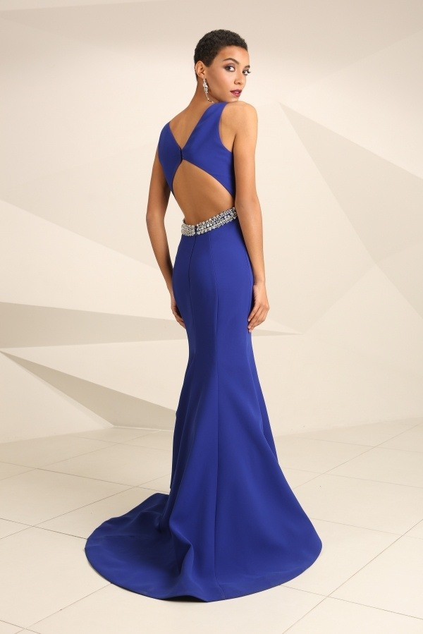 What should be the ideal prom dress for a tall but chubby girl with ...
