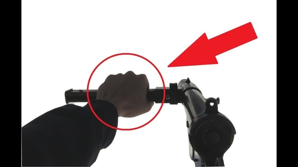 What is the correct way to hold a STEN gun? Wouldn't the