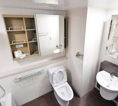 The blog covers in details what house cleaners recommend you clean on a daily, weekly and monthly basis, from the toilet seat and the tub to the shower ...