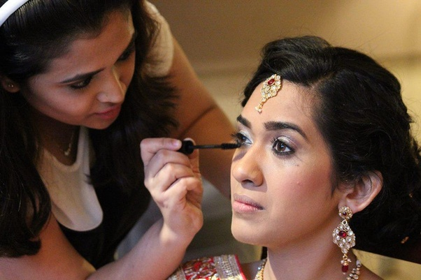 For this I would recommend you Weddingdoers where many famous makeup artists and eye makeup artists are registered. Some of the best eye makeup I will show ...