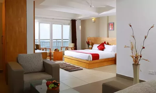 Make sure that the hotel you are choosing is situated in a location that not only offers beautiful views but is also well connected with the major tourist ... & What are the good hotels for honeymoon in Munnar in budget? - Quora