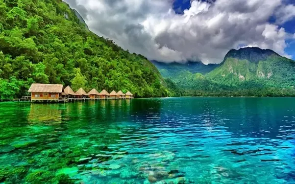 What Are The Top 5 Naturally Beautiful Locations In Indonesia
