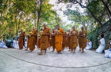 Who are the most renowned monks in Thailand presently living? - Quora