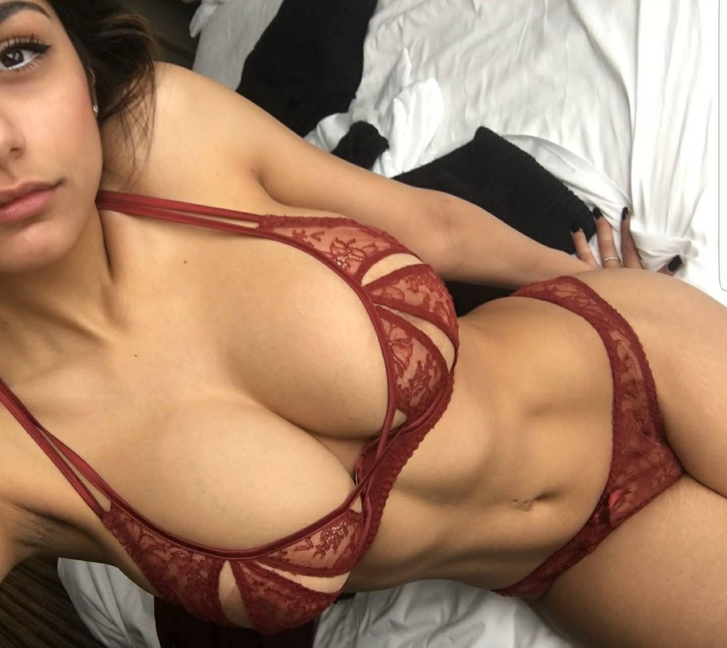 Khalifa sexy mia Mia khalifa