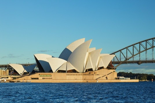 What are some interesting facts about world famous for Monumental buildings around the world