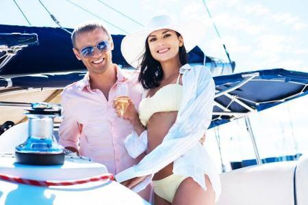If you want to seek a real sugar daddy,you can try this daddy dating site:Rich  Daddy Meet | Rich Daddy Meet