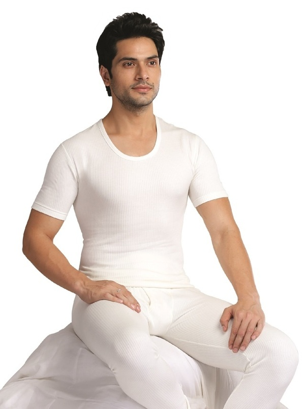 bde6206223 Choose from a wide collection of Thermal wear  Body Warmer set of top and  bottom for men available in various colors.