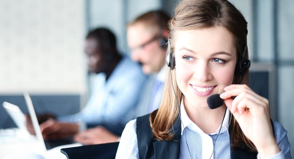 how to answer a phone call in call center