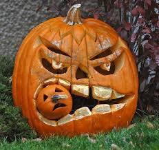 however when the irish migrated to north america the land of pumpkins they couldnt find much turnips and started crafting the pumpkins which were much