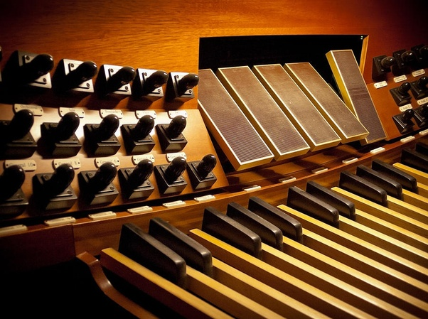 Why does the organ have so many keys, pedals and knobs? - Quora