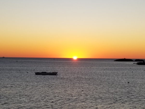 716 am & How long does a sunrise and sunset last? - Quora