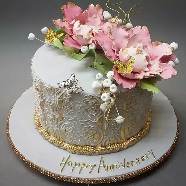You Can Gift Them A Delicious And Beautiful Anniversary Cake. It Will Add  More Grace To The Occasion.