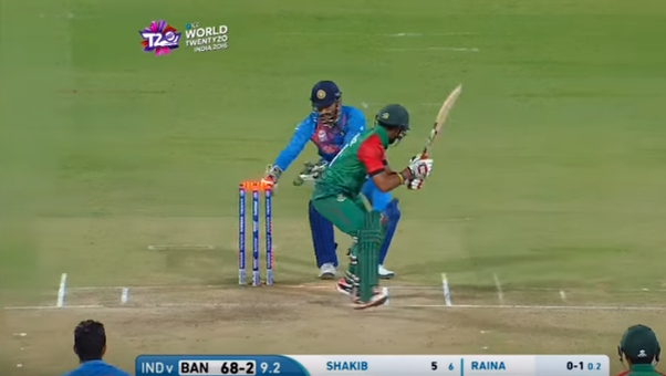 What makes wicket keepers like MS Dhoni hit the stumps so ... Ms Dhoni Wicket Keeping Diving