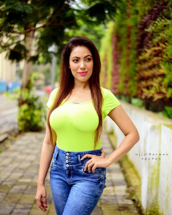On a scale of 1-10, how hot is the Indian TV actress Moonmoon Dutta, and why? - Quora