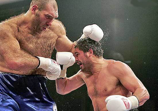 (The guy on the left is Nikolai Valuev )