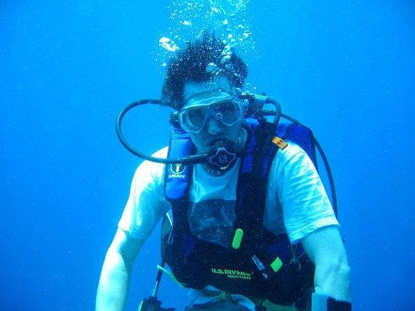 What Is A Difference Between Scuba Diving And Snorkeling