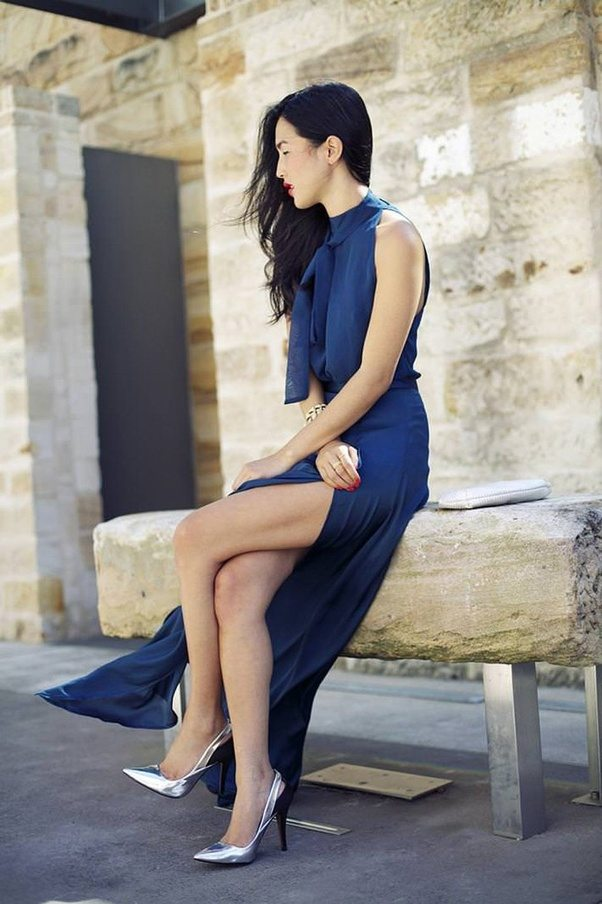 Best color nail polish for navy blue dress