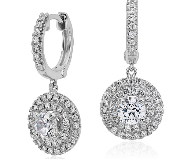 Beautiful Diamond Stud Earrings and Diamond Pendants Themselves Configure