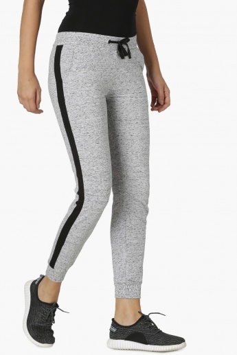 What is the difference between jogger pants and track pants