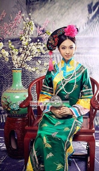 Why does the national dress of China look like Vietnamese Ao Dai without pants? - Quora