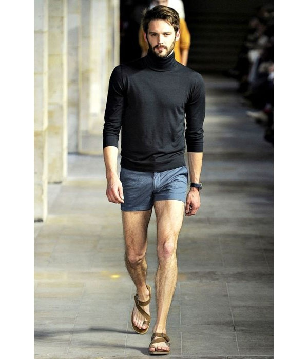 1f118cf3ef A lot of guys are now wearing short shorts during the summer. I could show  you dozens of additional photos but I think I've made my point.