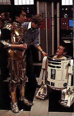 Was there any real need to have kenny baker inside the r2 d2 shell when it is moving chasing or rolling no way my r2 can do that that one has the third leg the motor and the steering device solutioingenieria Images