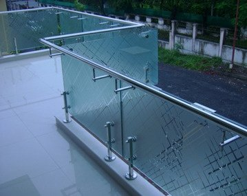 What are the latest glass railing design for balcony? - Quora