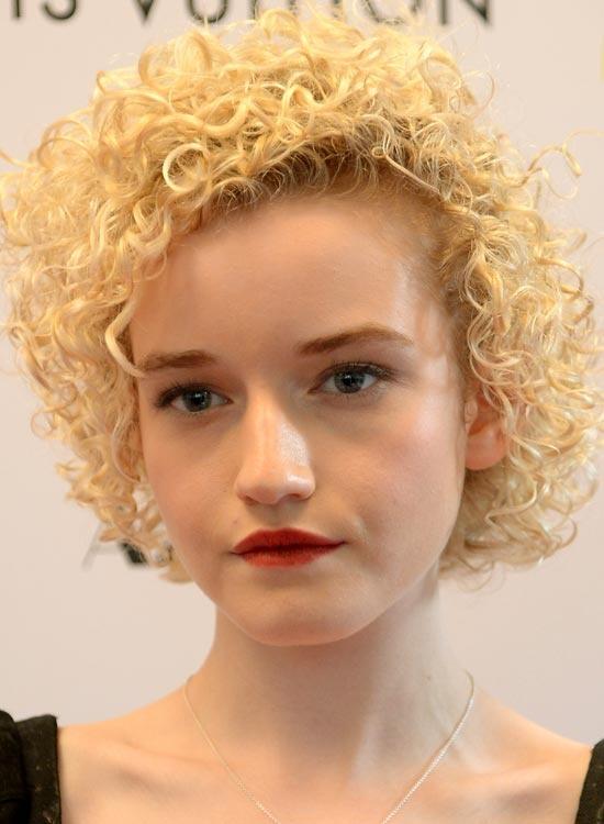 good hairstyles  girls  curly hair