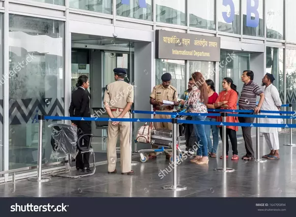 how to meet someone at the airport gate