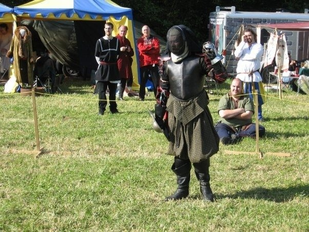In full contact medieval sparring the blunt swords are to make them