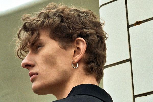 Why men wear earrings on left ear