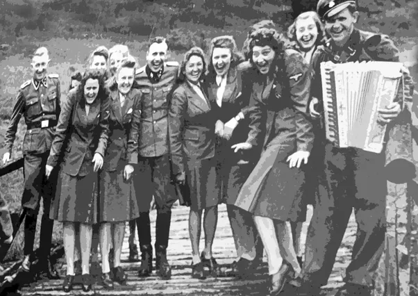 were women allowed in to enlist in the military in nazi