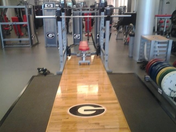 How Are College And Nfl Football Players Able To Bench Press 225lbs For 15 30 Reps Quora