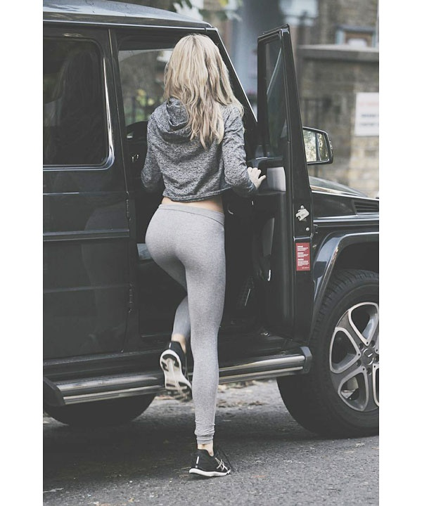 0eb3ff93eeeee This is a beautiful way to wear gray on gray. The marbled gray hoodie goes  very well with her leggings, and the black athletic shoes work perfectly  with ...