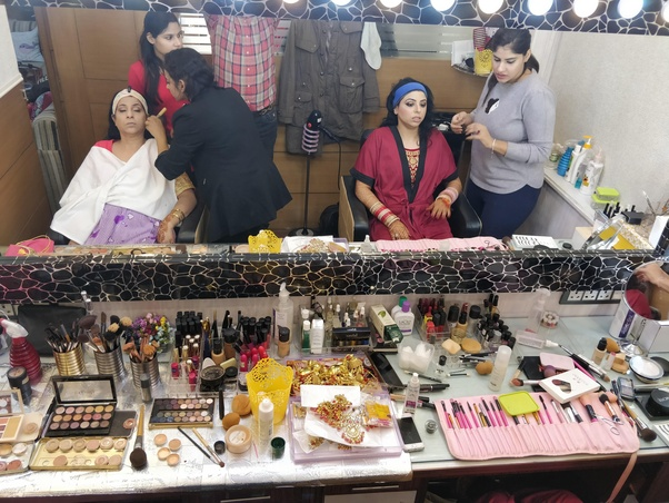 What our Mom liked the most about this makeup school is their Flexible batches and Timings with Affordable Fee and that too with easy EMI options.
