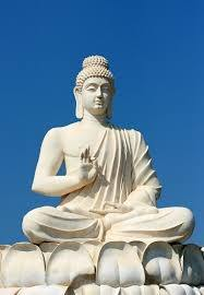 what are the major differences between the statutes of lord buddha