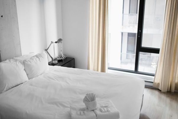 How should Airbnb hosts provide hotel-like cleaning services